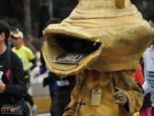 Dziwne stroje na maratonie w Tokio