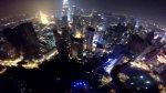 Ekstremalny skok z drapacza chmur w Kuala Lumpur do basenu