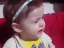 Reakcja ma�ej dziewczynki na smutn� i radosn� piosenk�