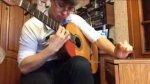 Ten go�� potrafi dobrze dwie rzeczy: gra� na gitarze i stuka� w szafk�