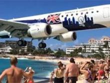 Bardzo niski przelot samolotu nad nies�awn� pla�� Maho na wyspie St Maarten