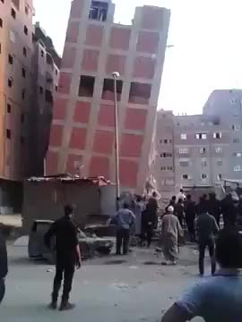 Budynek zawala si ...