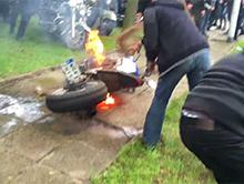Palenie gumy razem z motocyklem na 8 Pikniku Motocyklowym w Zdu�skiej Woli