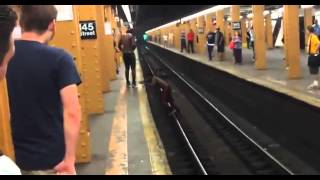 Nieudany skok na peronie