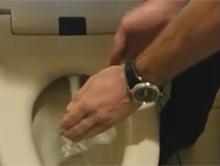 Demonstracja dzia�ania toalety w Japonii