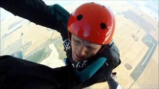Pierwszy skok na spadochronie: r�ce przyklei�y si� do samolotu