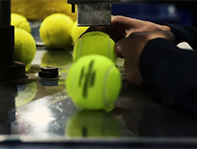 Produkcja pi�ki tenisowej w chi�skiej fabryce