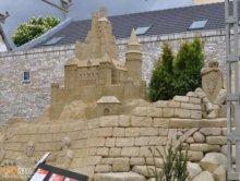 Zamek w piasku, w kt�rym mo�na si� przespa�