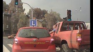 Zaatakowa� instruktora nauki jazdy