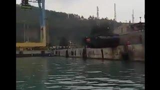 Skok do wody w 30-tonowym poje�dzie pancernym