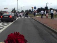 Kibicowska brama weselna w Sierpcu zaatakowana przez kibol�w Wis�y P�ock