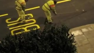 Jak maluje si� napisy na drogach w Londynie