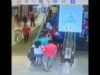Wypadek z udziałem schodów ruchomych