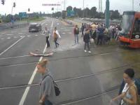 Tramwaj wjeżdża na czerwonym na skrzyżowanie i uderza w tira - Katowice