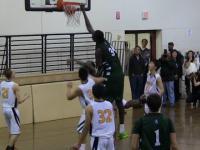 Koszykarz mierzący 2,30 metra