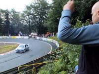 Facet jedzie po kierowcach na rajdzie górskim w Limanowej