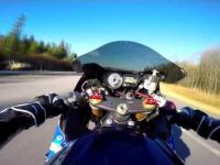 Ledwo opanowane wheelie przy 255 km/h!