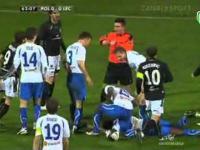 Smolarek uderza w twarz Arboledę i wylatuje z boiska!