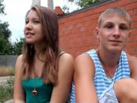 Młodzi Rosjanie śpiewają