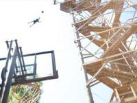 Koszykówka zastrzelony podczas skoków z wieży!