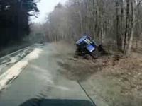 Ciężarówka taranuje ciągnik rolniczy