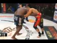 Gwiazda Youtube'a pobiła legendę MMA podczas Bellatora