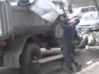 Pijani śmieciarze w Rosji