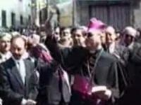 Biskup był tak podniecony, że pomylił mikrofon z kropidłem...