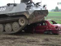 CrashTANK czyli rozjeżdżanie samochodów czołgiem