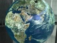 Wizualizacja Ziemi - gigantyczny, sferyczny ekran OLED