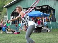 Ładna dziewczyna z hula-hop