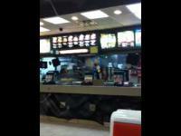 Pracownik McDonalda kontra Klient