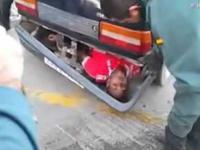 Emigrant schowany w zderzaku!