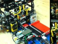 Maszyna z Lego do zamykania butelek