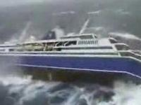 Transatlantyk podczas sztormu