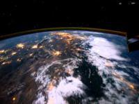 Lot nad Ziemią