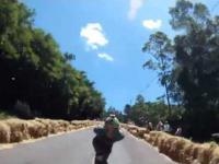 Ponad 110km/h na deskorolce - ostry zjazd