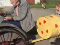 Dziadek zrobił dla dzieci pociąg