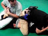 Zawodnik MMA kontra 2 policjantów