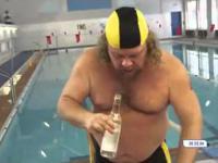Zawody w pływaniu po wypiciu butelki wódki