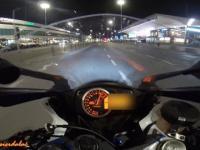 Sportowy motocykl vs skuter centum Warszawy
