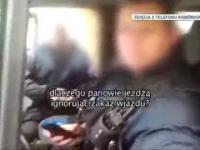 Policjanci jadą pod prąd, dziennikarz nagrywa. Zabierają mu telefon i kasują dane