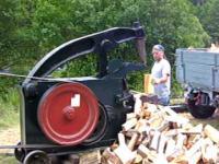 Tak to można rąbać drewno