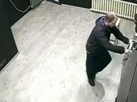 Zostawił prezent właścicielowi automatów do gier