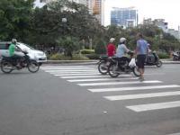 Ciężkie jest życie pieszego w Wietnamie