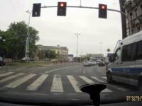 Policjant - kierowca jak każdy inny?