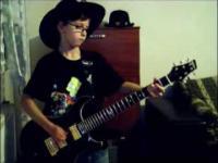9 latek gra na gitarze jak profesjonalista