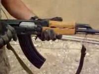Żołnierze testują wytrzymałość kamizelek