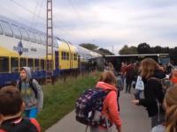 Pociąg taranuje szkolny autobus