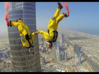 Skok Base z samego szczytu najwyzszego budynku w Dubaju